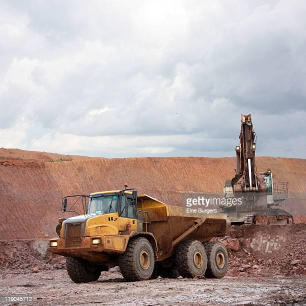 construction equipment - dump truck stock pictures, royalty-free photos & images