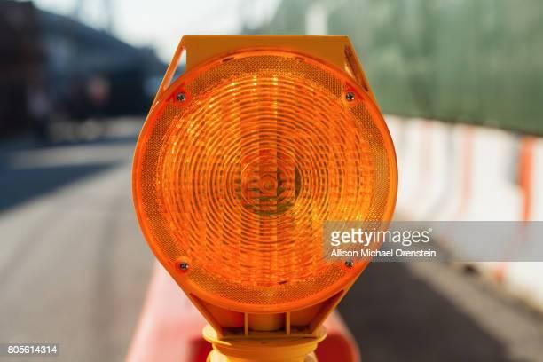 construction light - leitplanke stock-fotos und bilder