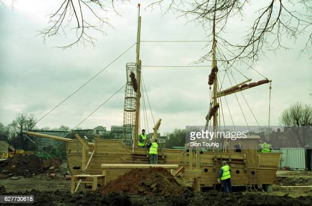 Construction of a pirate boat as a memorial in honor of Diana in Kensington Gardens