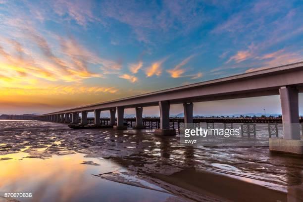 Construction of the First Yueqing Bay Bridge,Zhejiang,China.