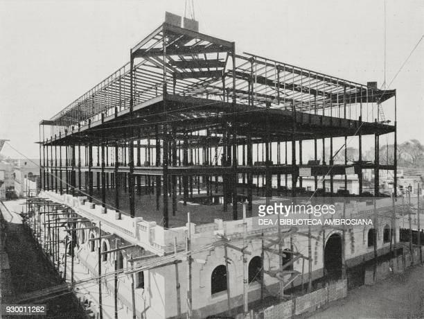 Construction of the new Post Office building in Mexico City, designed by the architect Adamo Boari, Mexico, from L'Illustrazione Italiana, Year XXX,...