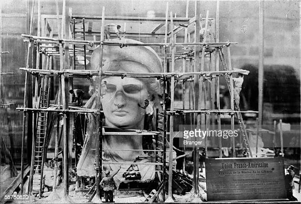 Construction of the statue of the Freedom Model by Bartholdi realized in 6 / 100emes Paris Museum of technology On 1909 RV335277