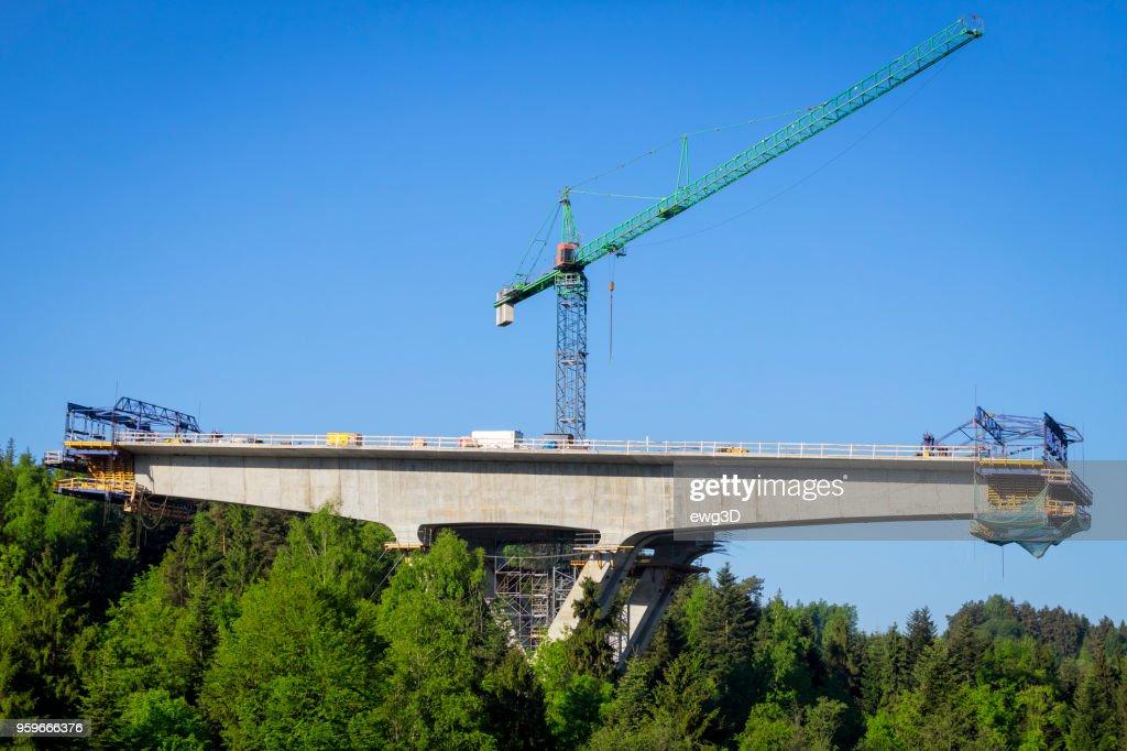 Bau des Viadukts auf der neuen Autobahn S7, Skomielna-Biala, Polen : Stock-Foto