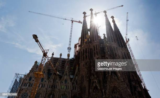 construction, sagrada familia cathedral, barcelona, spain - familia stock-fotos und bilder