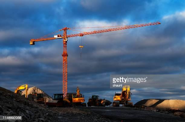 建設現場クレーン - 建設用機器 ストックフォトと画像