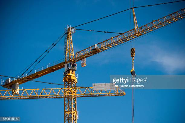 construction site cranes - crane stock pictures, royalty-free photos & images