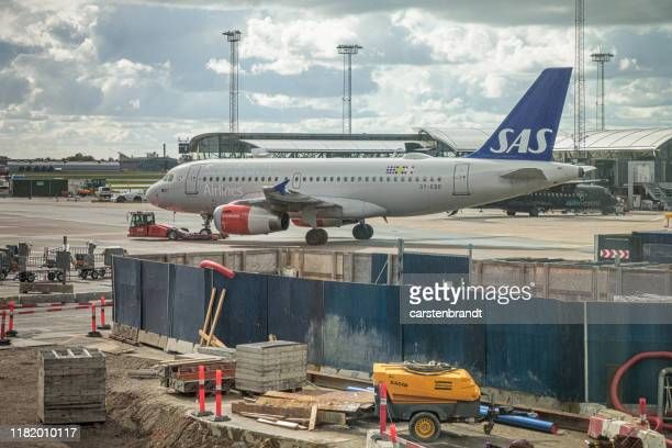 byggarbetsplats på flygplatsen - luftfarkost bildbanksfoton och bilder