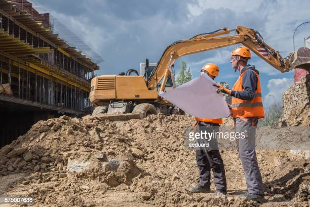 construction site with engineers - retaining wall stock pictures, royalty-free photos & images