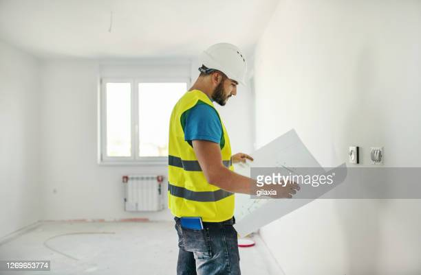 construction supervisor doing some quality control. - real estate developer stock pictures, royalty-free photos & images