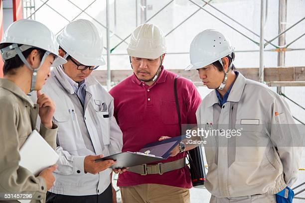 建造チームおよび技術計画を確認