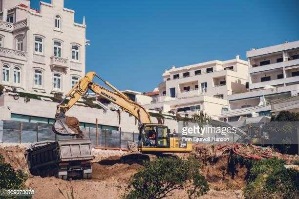 construction work, excavator digging and filling a truck - finn bjurvoll stock-fotos und bilder