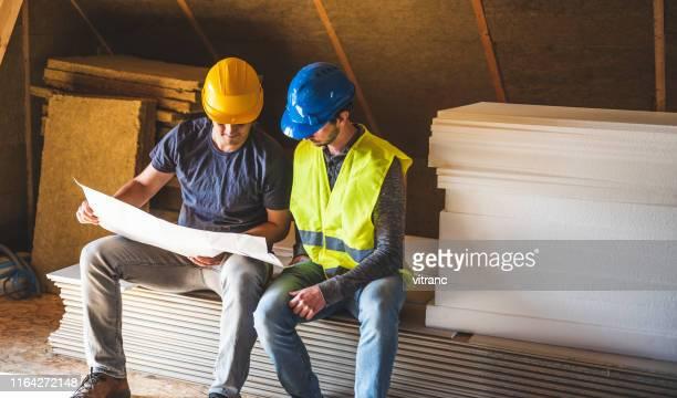 trabalhador e coordenador da construção no canteiro de obras - estrutura construída - fotografias e filmes do acervo