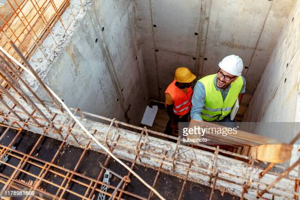construction worker and engineer at the construction site - housing development stock pictures, royalty-free photos & images