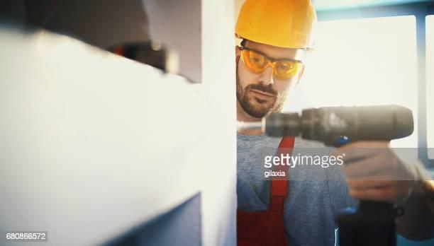 Bauarbeiter eine Trockenbau Montage.