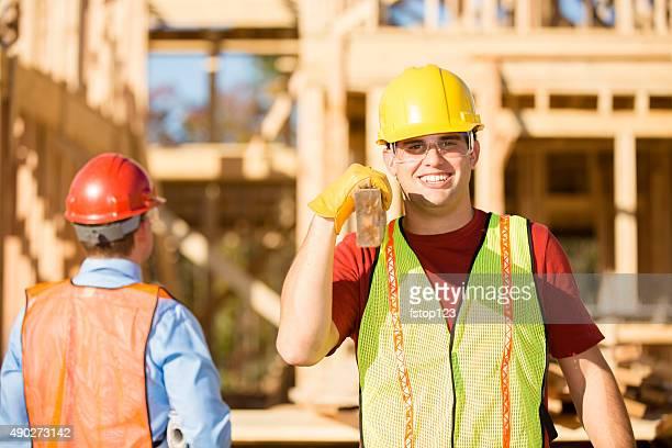 Construction worker travail bien remplie de travail site. Encadré bâtiment. Superviseur.
