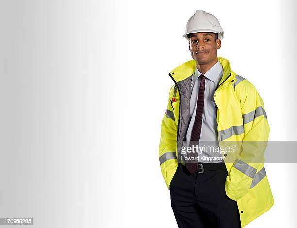 construction worker looking to camera - schutzhelm stock-fotos und bilder