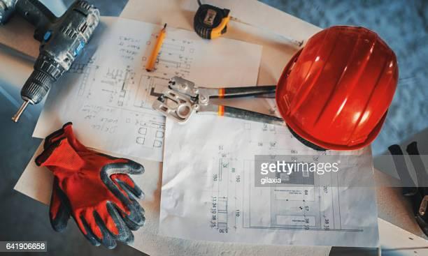 建設労働者の休憩時間に。 - 建設用機器 ストックフォトと画像