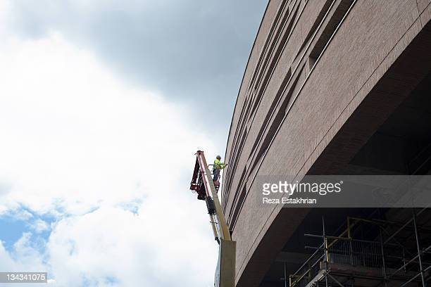 construction worker on hoist - high up stock pictures, royalty-free photos & images