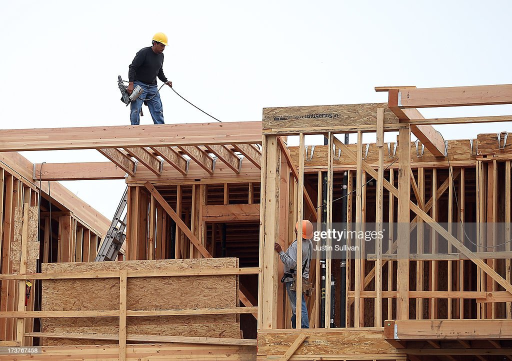 Construction On New Housing Falls 10 Percent In June : News Photo