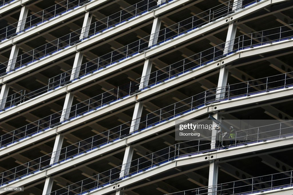 A construction worker works on site of commercial building 100 Bishopsgate in the City of London, U.K., on Monday, Nov. 13, 2017. Investors spent 12.5 billion pounds on central London commercial property in the nine months through September, 44 percent more than a year earlier and the most since 2007, according to data compiled by broker Jones Lang LaSalle Inc. Photographer: Luke MacGregor/Bloomberg via Getty Images