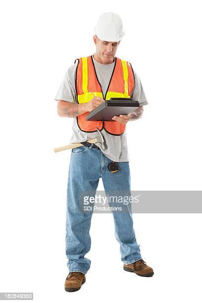 Construction Travailleur écrire des Notes de tout le corps isolé sur blanc