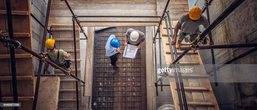 Construction workers and architects viewed from above : Foto de stock