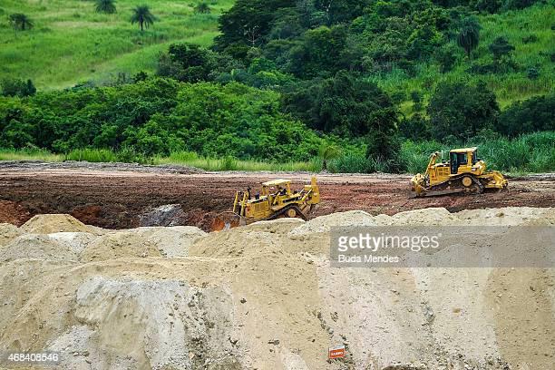 Construction workers build the Deodoro Sports Complex for the Rio 2016 Olympic Games in Ricardo de Albuquerque neighborhood on April 2 2015 in Rio de...