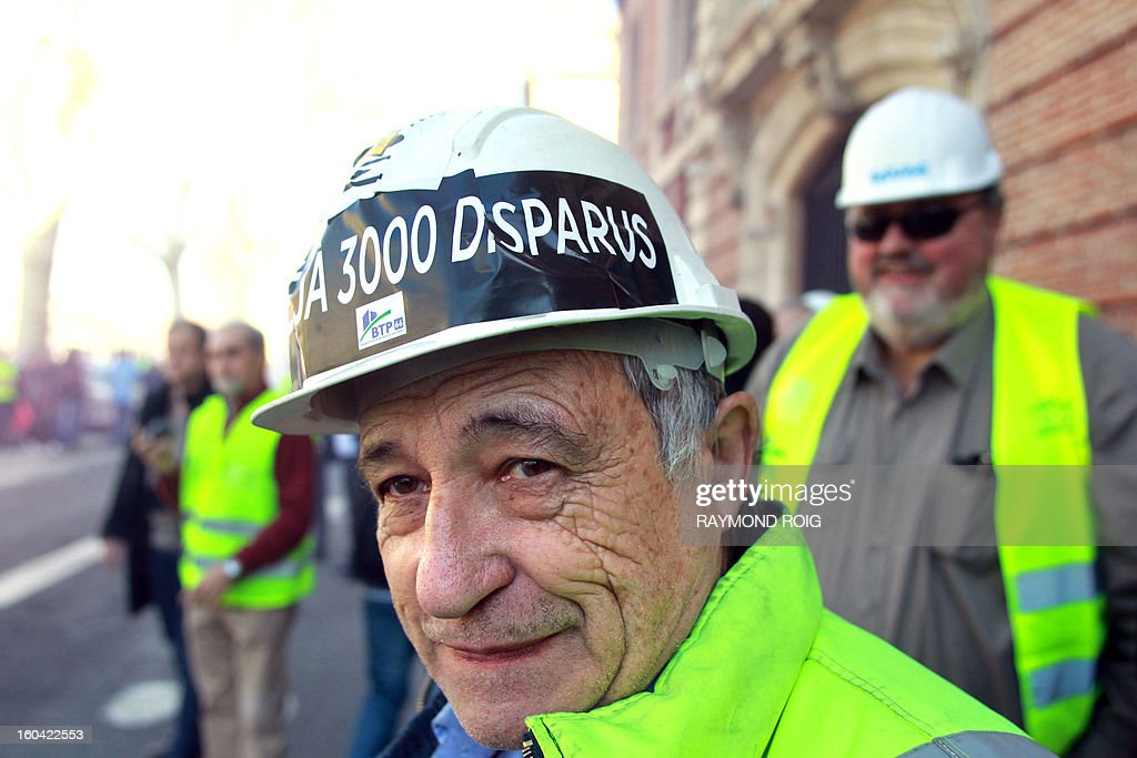 Construction workers demonstrate after emptying rubble in front of the police station in Perpignan as they protest against high employer taxes on January 31, 2013. AFP PHOTO / RAYMOND