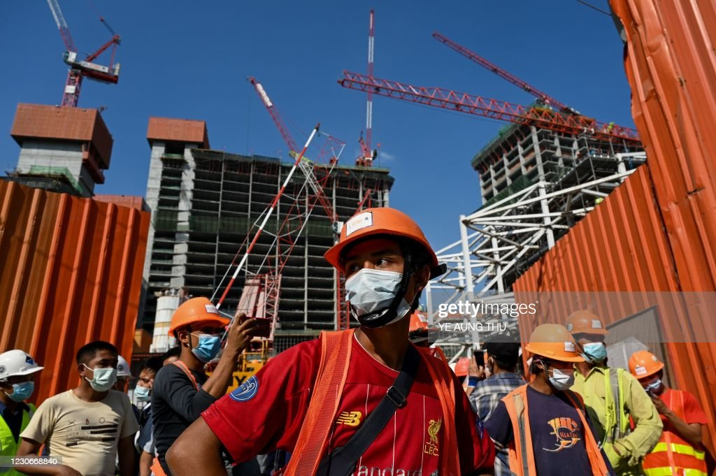 TOPSHOT-MYANMAR-CONSTRUCTION-LABOUR-PROTEST : News Photo