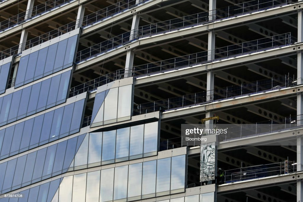 A construction workers glaze commercial building 100 Bishopsgate in the City of London, U.K., on Monday, Nov. 13, 2017. Investors spent 12.5 billion pounds on central London commercial property in the nine months through September, 44 percent more than a year earlier and the most since 2007, according to data compiled by broker Jones Lang LaSalle Inc. Photographer: Luke MacGregor/Bloomberg via Getty Images