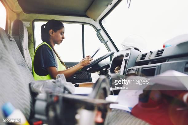 Bauarbeiter in australischen in Baustelle arbeiten und Aufgaben.