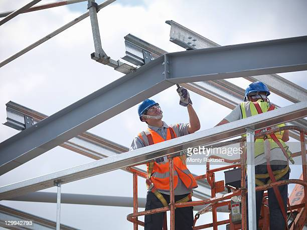 construction workers in cherry picker - construction frame stock pictures, royalty-free photos & images
