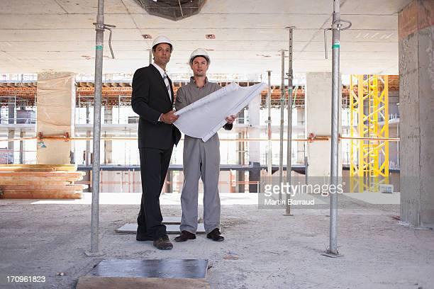 建設作業員である設計図を建設現場