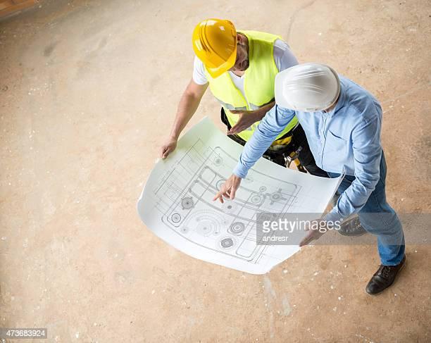 Bau Arbeiter Blick in die Werkzeuge