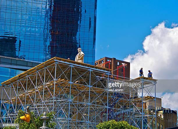 Bau Arbeiter auf scaffold, Columbus Monument, Manhattan, New York City