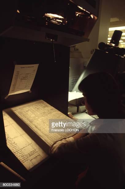 Consultation d'archives à la bibliothèque généalogique en 1981 à Salt Lake City aux ÉtatsUnis