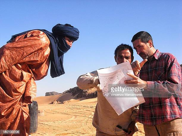 CONTENT] Consulting the map to search for artesian wells in the Tin Reroh