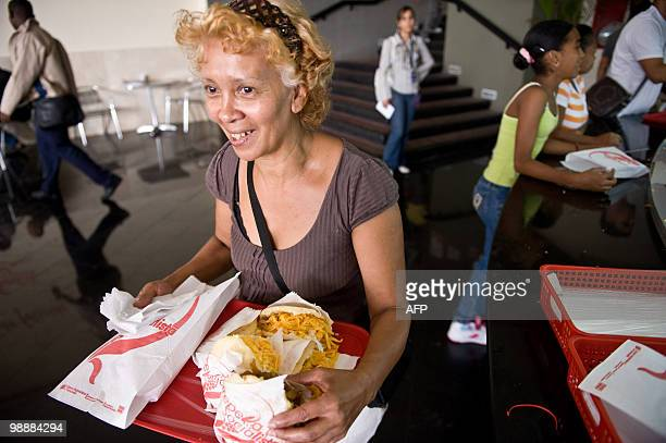 ABREU A consumer buy arepas at a Socialist Arepera restaurant in Caracas on April 30 2010 The Socialist Areperas are one of the new state retail...