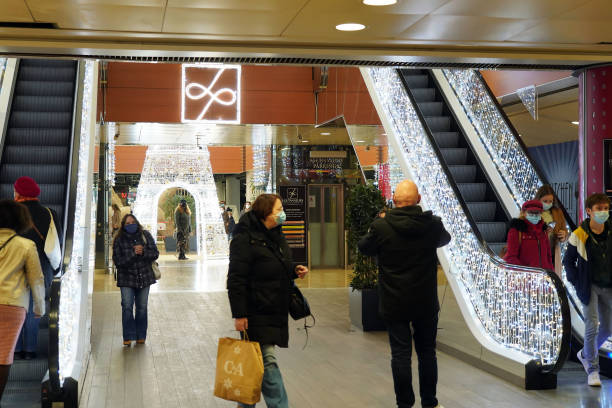 """FRA: Shops Selling """"Non-essential"""" Goods Reopen In Lille"""