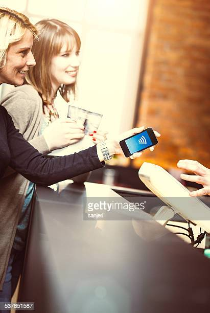 Contactless payment im coffee shop