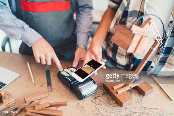 Contactless payment in the carpentry workshop