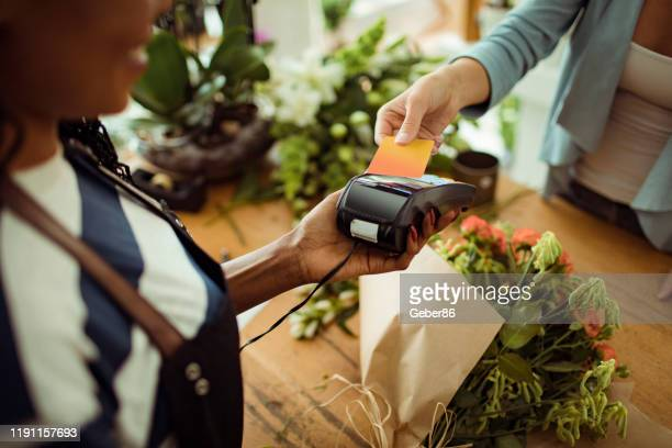contactless payment - credit card purchase stock pictures, royalty-free photos & images