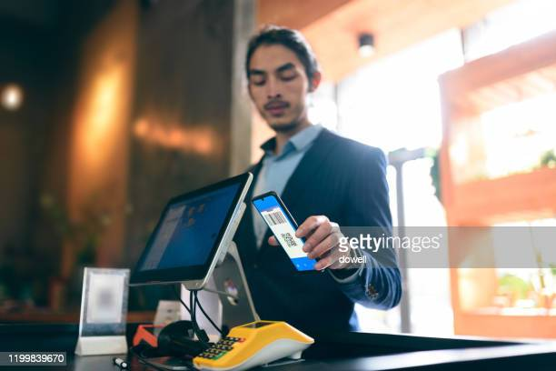 contactless payment via smart phone - contactless payment stock pictures, royalty-free photos & images
