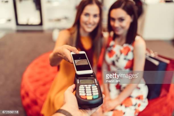 非接触型決済スマートフォン付き