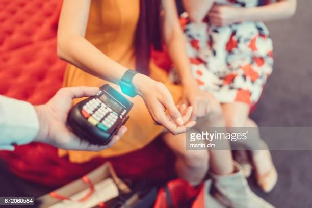 Kontaktloses Bezahlen mit smartwatch