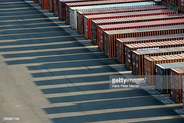 container at container terminal - hafen stock-fotos und bilder