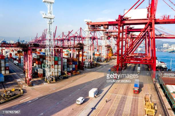 container cargo freight ship terminal in hong kong, china - trade war stock pictures, royalty-free photos & images