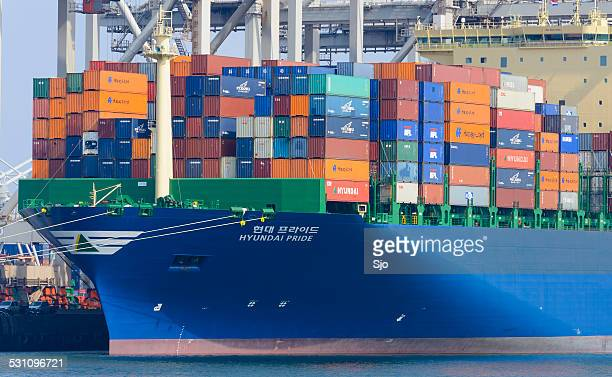 container cargo ship in port - brand name stock pictures, royalty-free photos & images