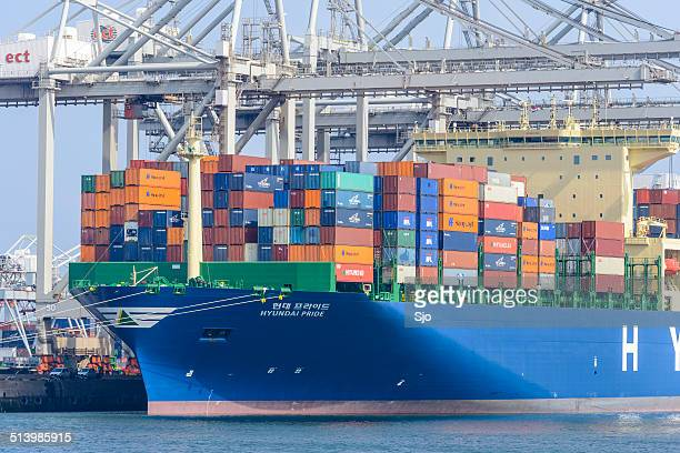 container cargo ship - brand name stock pictures, royalty-free photos & images