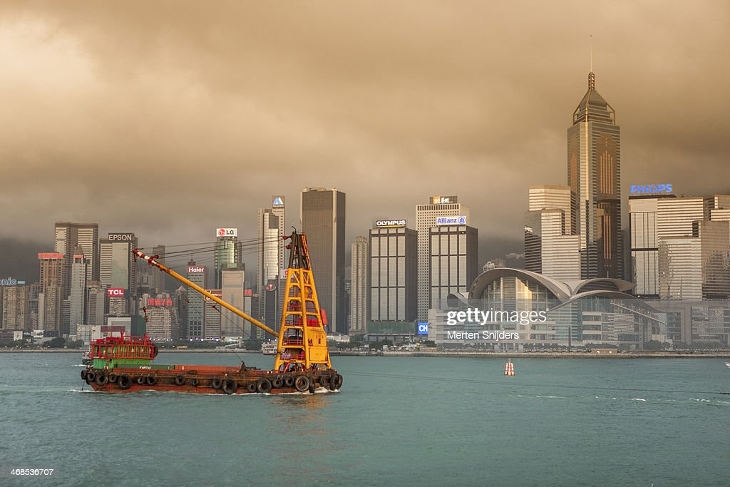 Container crane ship in victoria harbour : Stockfoto